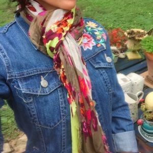 Accessories - Beautiful Floral Scarf!